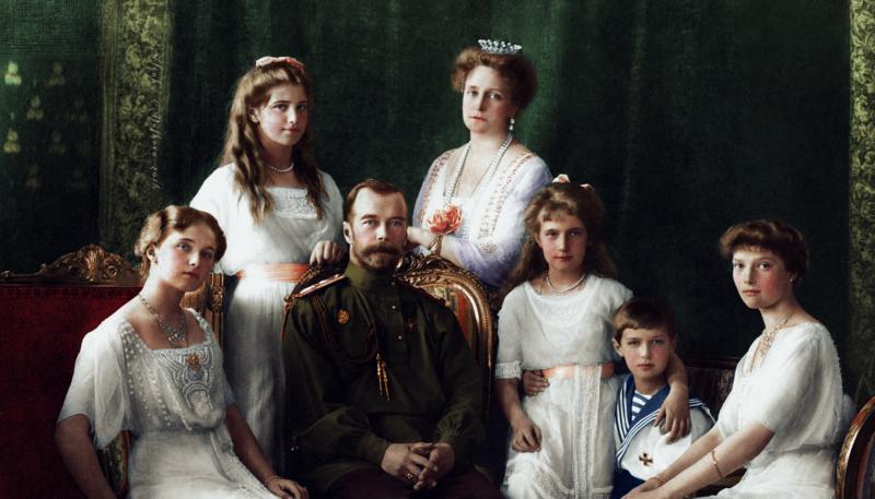 ODIN-IZ-POSLEDNIK-I-SAMYK-ZNAMENITYK-SEMEINYK-PORTRETOV-IMPERATORSKOI-SEMI-1913.png