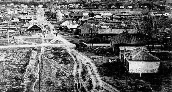 Budushhaya-Ploshhad-Sovetov-no-v-1928-godu-eshhe-ulitsa-Sovetskaya.jpg